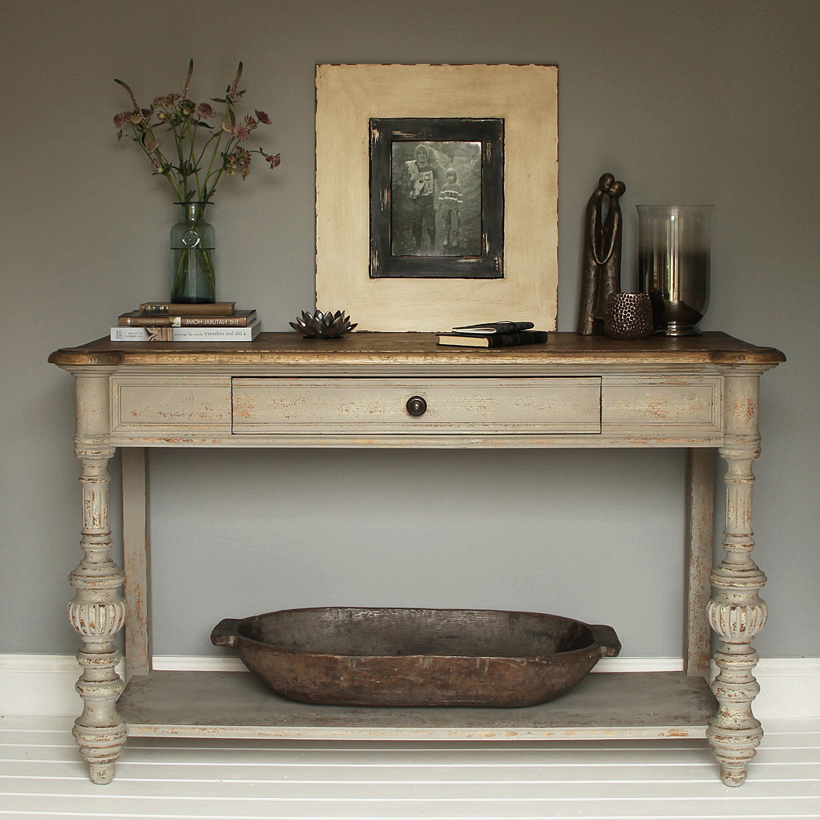 Distressed Console Table White : Console Table – Classic Yet Elegant Pertaining To Antique White Distressed Console Tables (View 12 of 20)