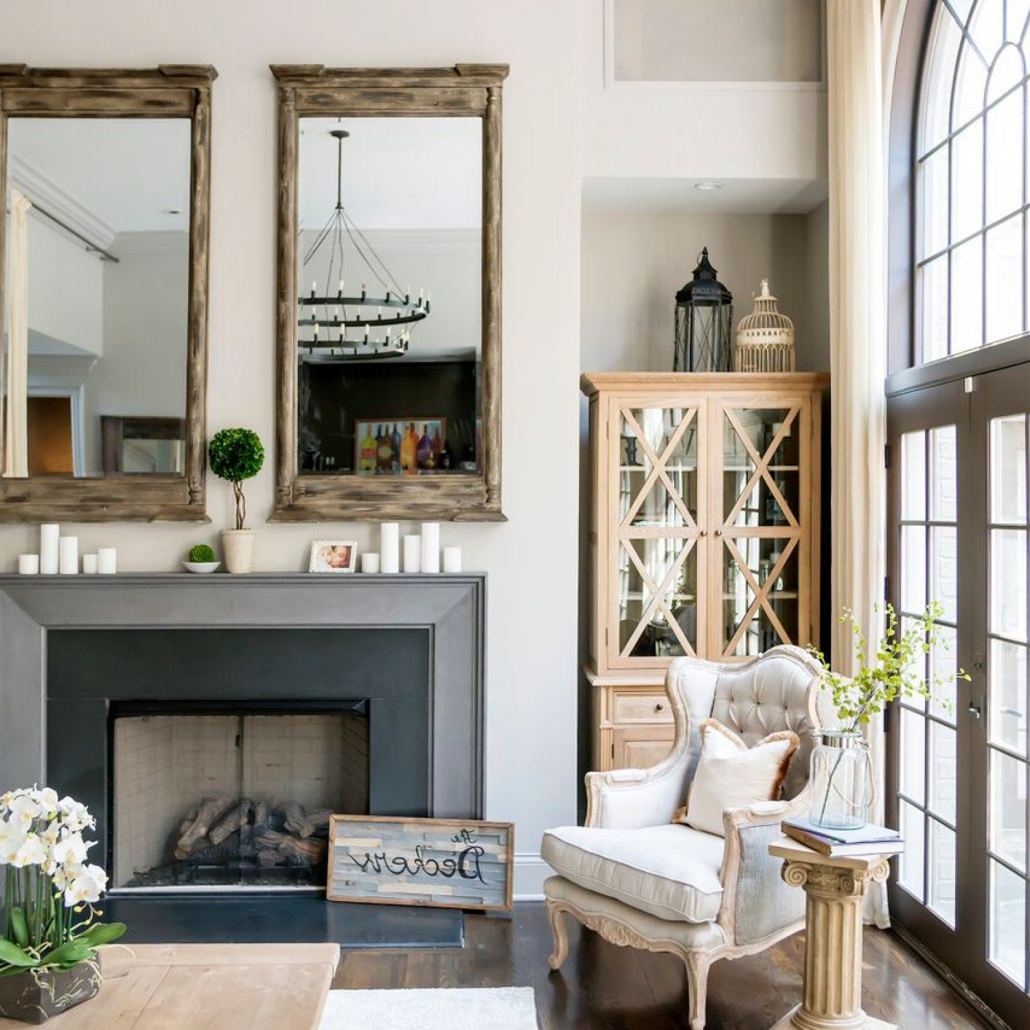 Jessie James Decker's Fun Family Room | Home: Living/great Room Throughout Mayfield Plasma Console Tables (Gallery 9 of 20)