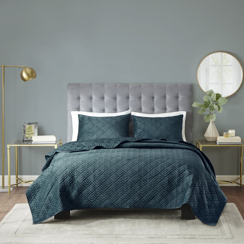Fashionable Brayden Studio Tarleton 3 Piece Reversible Micro Mink Coverlet Set Inside Tarleton 5 Piece Dining Sets (Gallery 10 of 20)