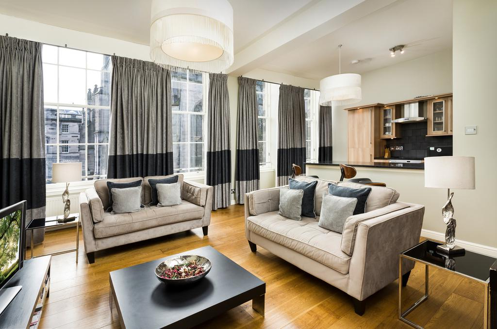 Giles 3 Piece Dining Sets With Regard To Favorite St Giles Apartments, Edinburgh – Updated 2019 Prices (View 6 of 20)