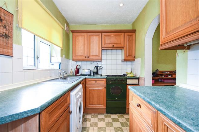 3 Bedroom Semi Detached House For Sale In Rochford (Gallery 13 of 20)