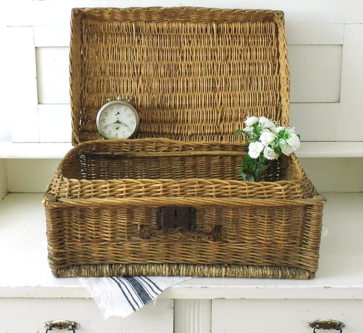 Antique Wicker Woven Suitcase Rustic Travel Luggage Wedding Display Case Laundry Blanket Storage Basket Small Coffee Table Hamper Farmhouse With Most Current Rustic Coffee Tables With Wicker Storage Baskets (View 12 of 20)