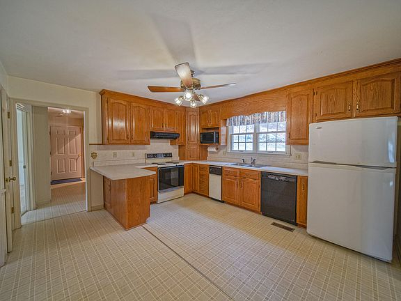 Most Recently Released 6663 Ivy Mountain Dr, Roanoke, Va 24018 Regarding Slemp Kitchen Pantry (View 20 of 20)