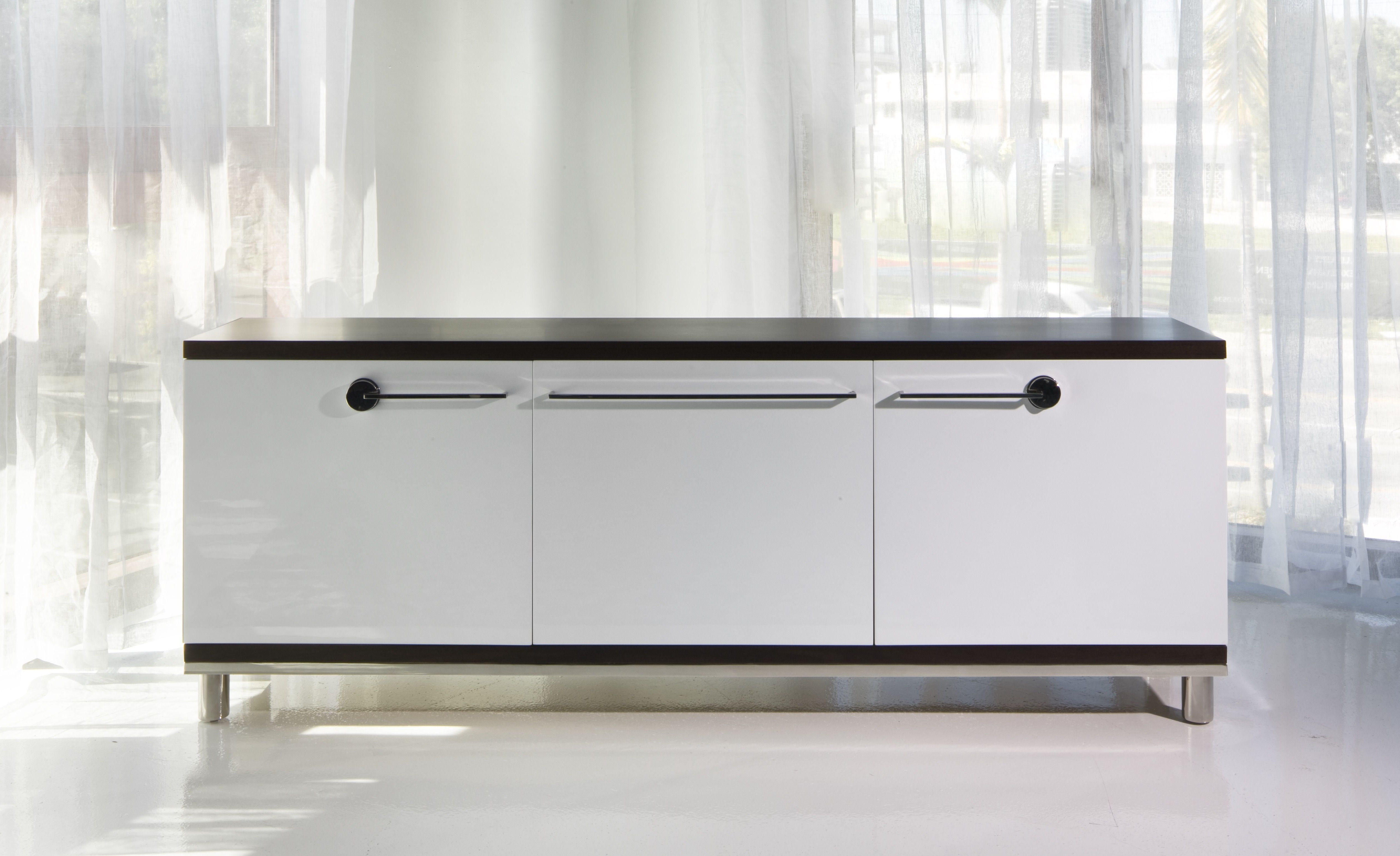 Buffet Of White High Gloss Laquer And Wenge Wood Top Satin For White Wood And Chrome Metal High Gloss Buffets (View 6 of 20)
