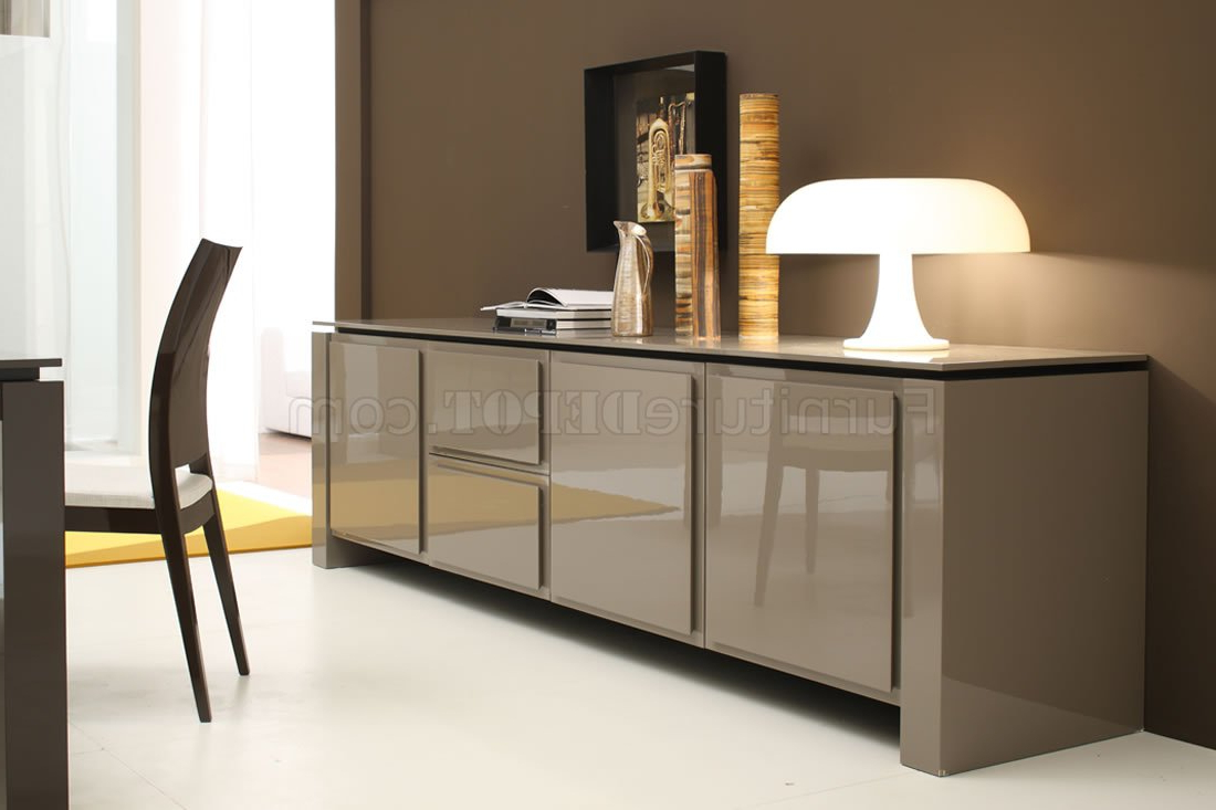 Light Brown Finish Contemporary Buffet With Spacious Cabinets Intended For Contemporary Buffets (View 11 of 20)