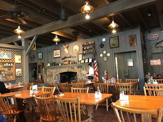 Cracker Barrel, Kissimmee – Comentários De Restaurantes With Danny Barrel Chairs (set Of 2) (View 12 of 20)