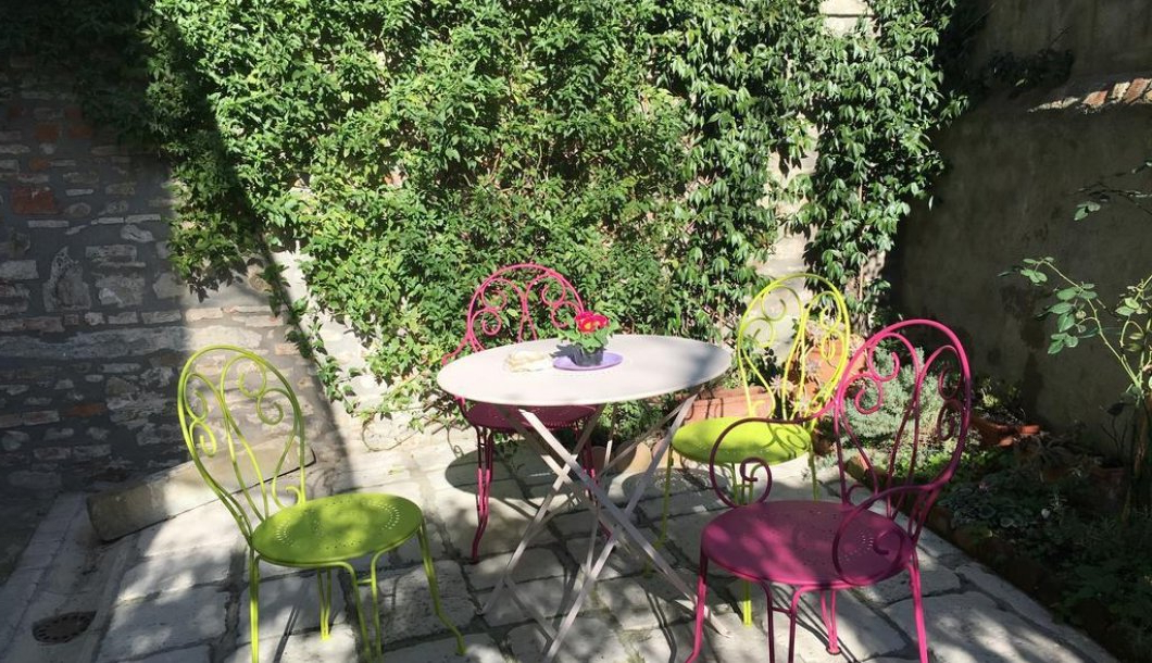Home Nerli 9 Apartment In Florence (italy Within Gozzoli Slipper Chairs (View 19 of 20)