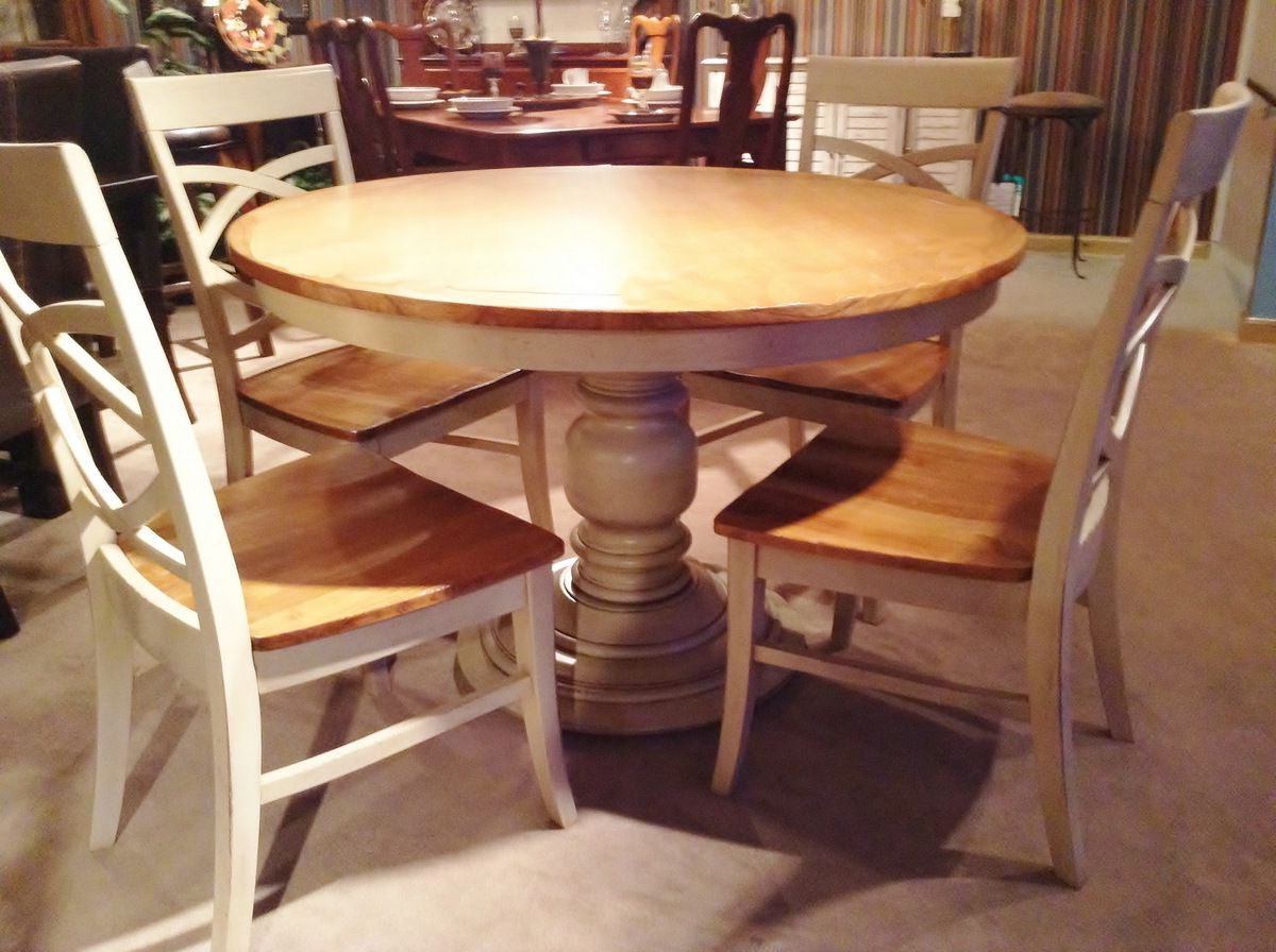 Farmhouse Style Within Tabor 48'' Pedestal Dining Tables (View 16 of 20)