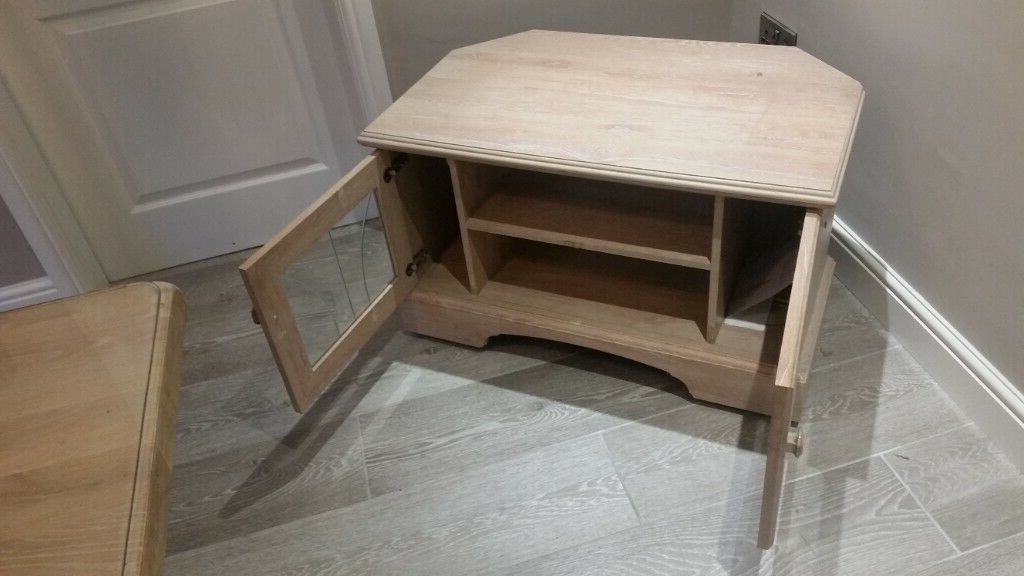 Limed Oak Effect Tv Stand Good Condition | In Newton Intended For Fulton Oak Effect Corner Tv Stands (View 17 of 20)