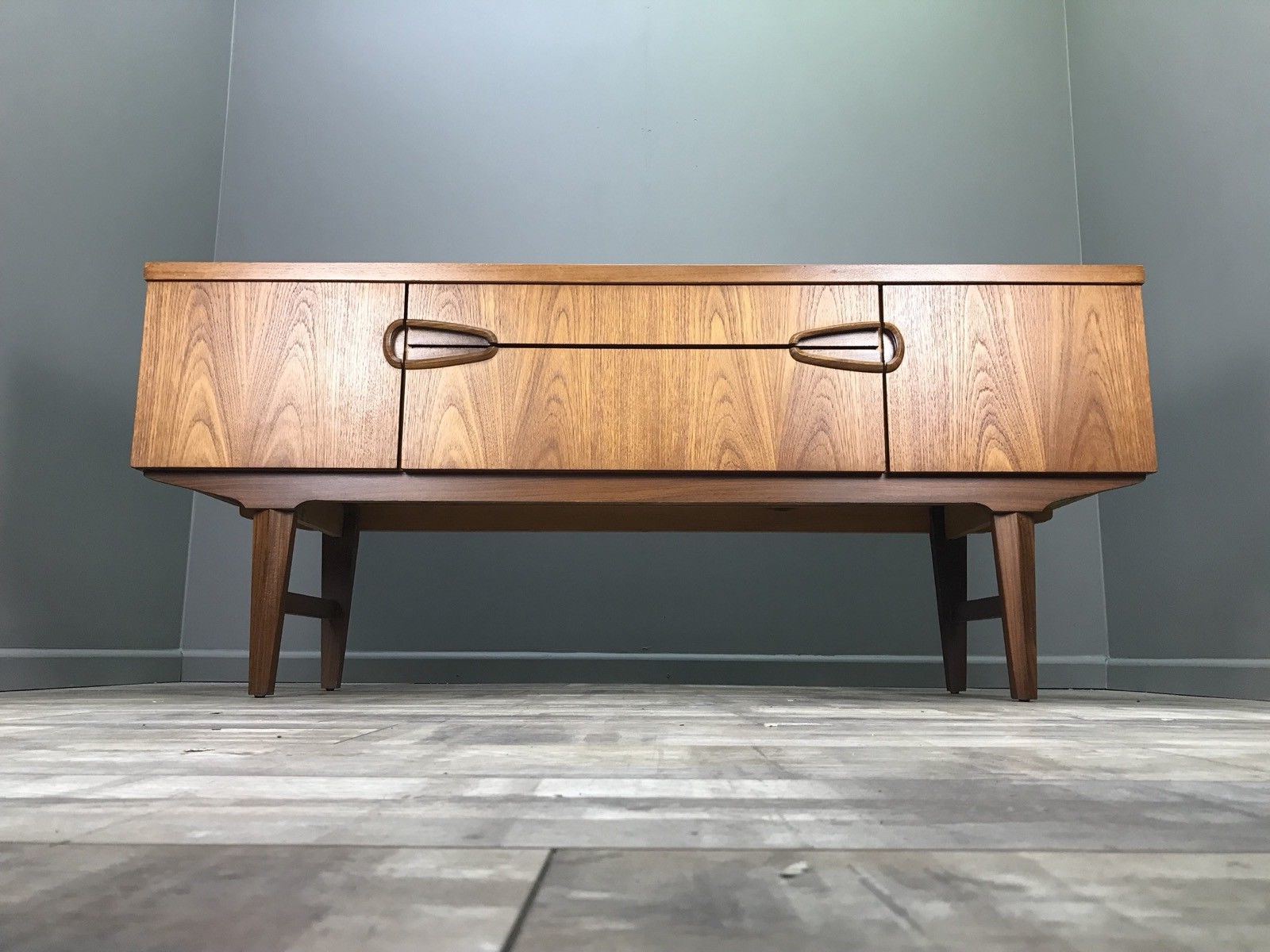 Nice Retro Sideboard Perfect For Tv Stand Hifi Table With Owen Retro Tv Unit Stands (View 16 of 20)
